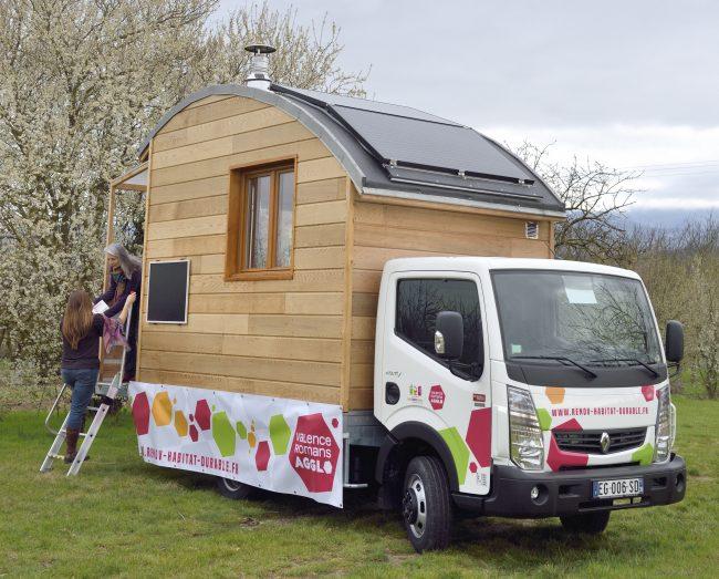 Rénov'Habitat mobile à la maison de quartier Coluche