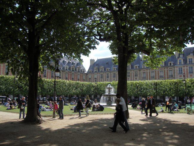 Le Marais écolo : éco-balade commentée à travers le Marais.