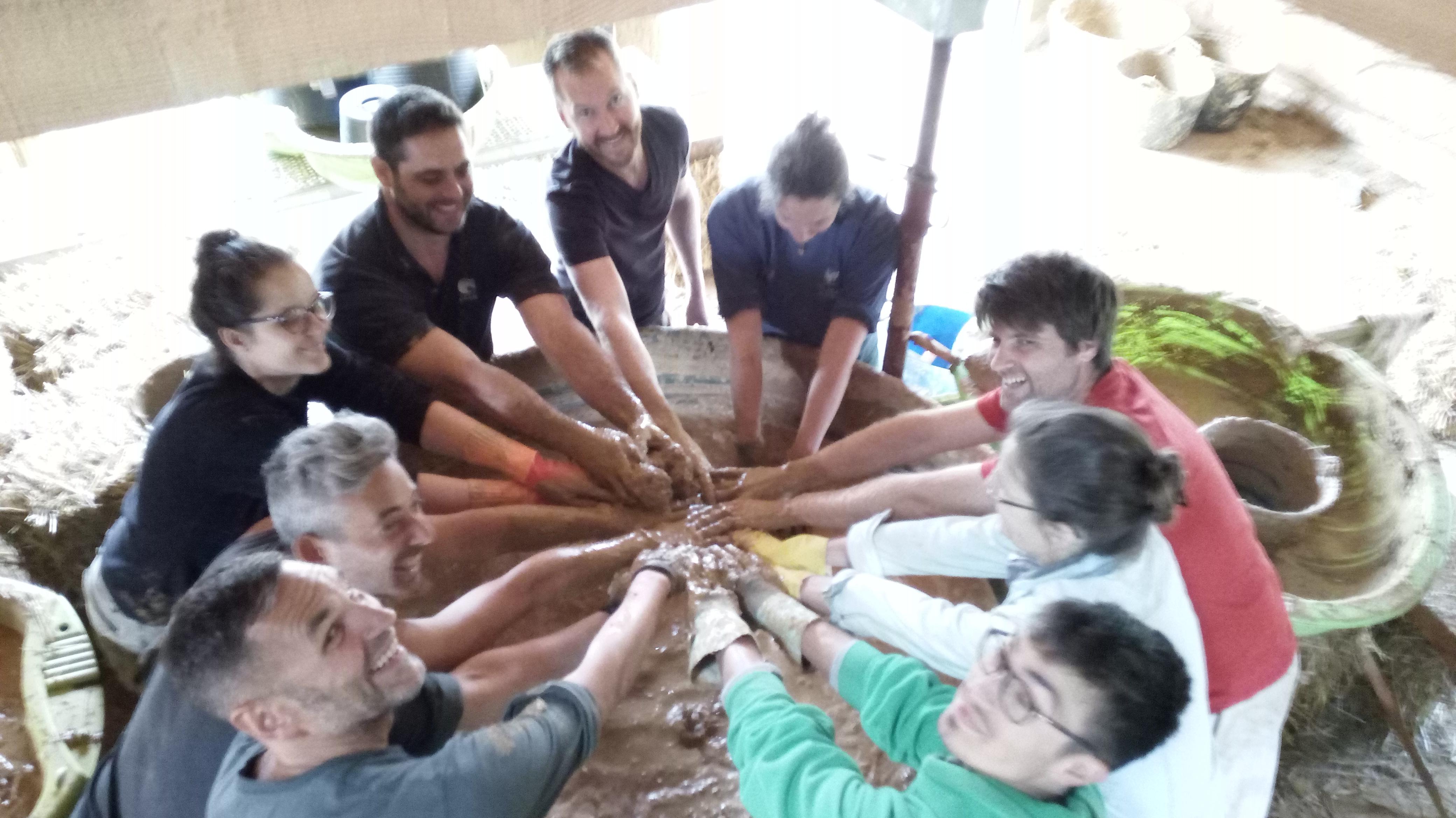 chantier participatif enduit terre avec botmobil