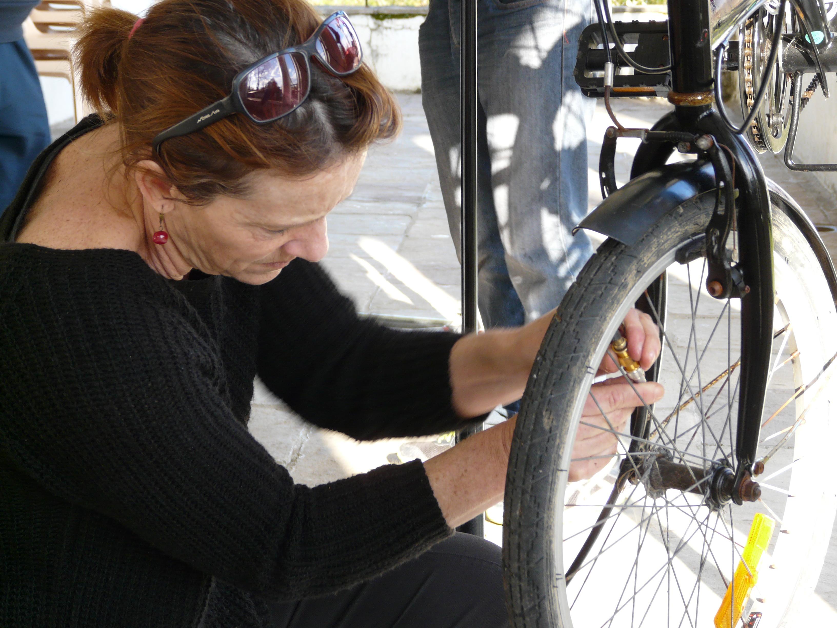 Atelier vélo d'autoréparation participatif et solidaire