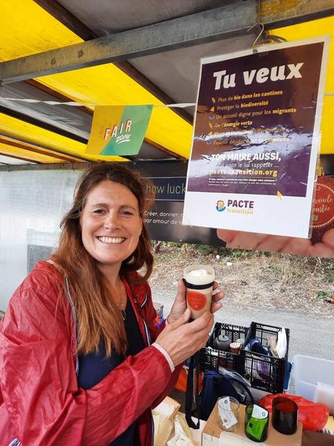 Dégustation de sensibilisation de café issu du commerce équitable et de l'association How Lucky We Are