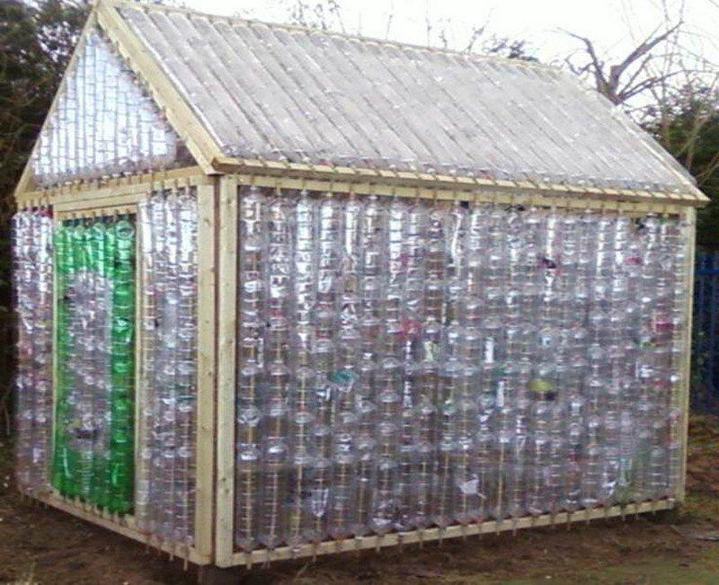 construction d'une serre en bouteilles
